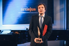 Pintér Béla kapta 2014-ben az Artisjus Irodalmi Nagydíjat Drámák c. kötetéért.